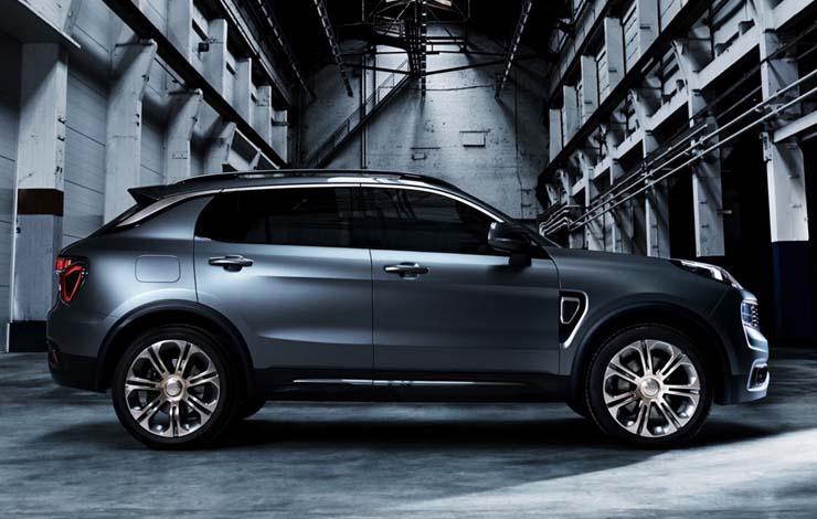 Дизайнеры, руководимые Питером Хорбери – бывшим главным стилистом Ford и Volvo, представляли Lynk 01 в городском ландшафте Лондона, Нью-Йорка, Токио и Шанхая
