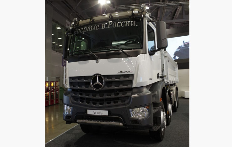 Самосвал Mercedes-Benz Arocs 3243K 8x4/4 с трехсторонней разгрузкой