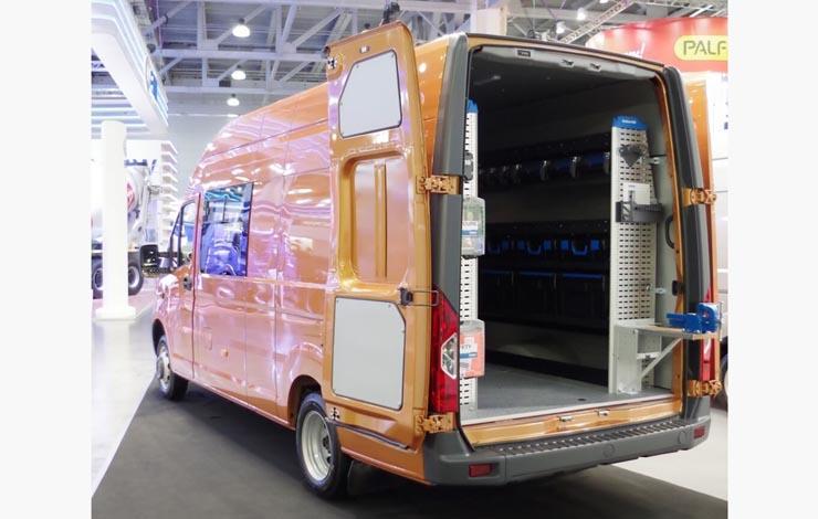 Эвакуатор на базе грузовика «ГАЗон NEXT City» с удлиненным шасси