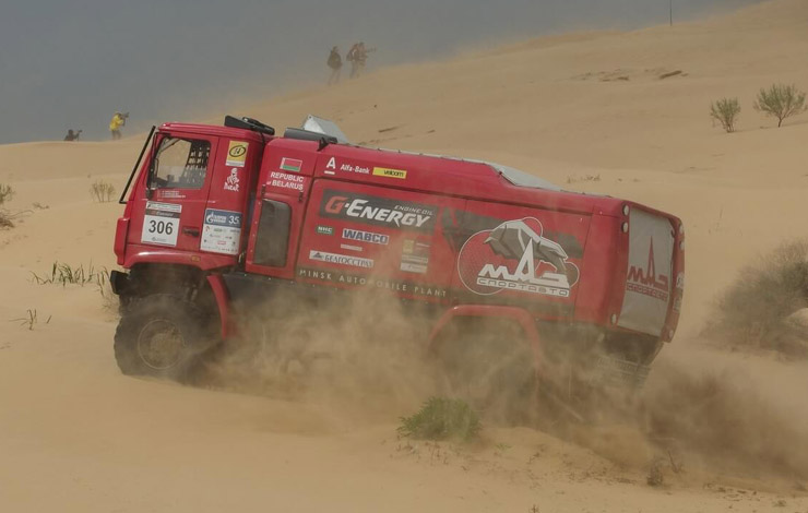 МАЗ в песке бархана «Большой брат»
