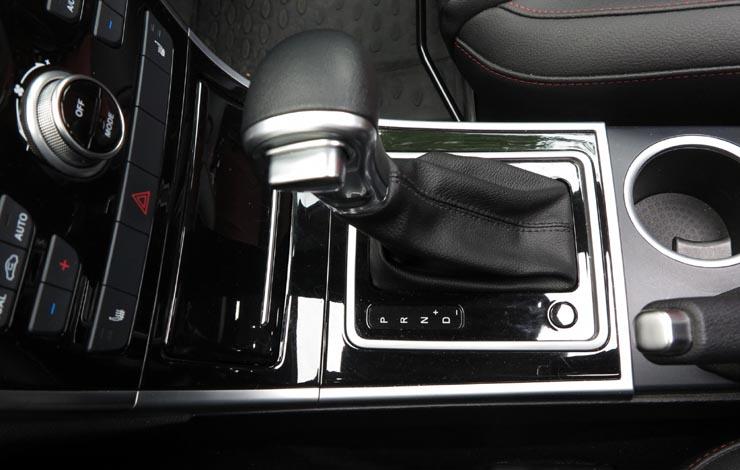 Автоматическая КПП хорошо сочетается с двигателем, и переключение передач осуществляет плавно, без неприятных рывков