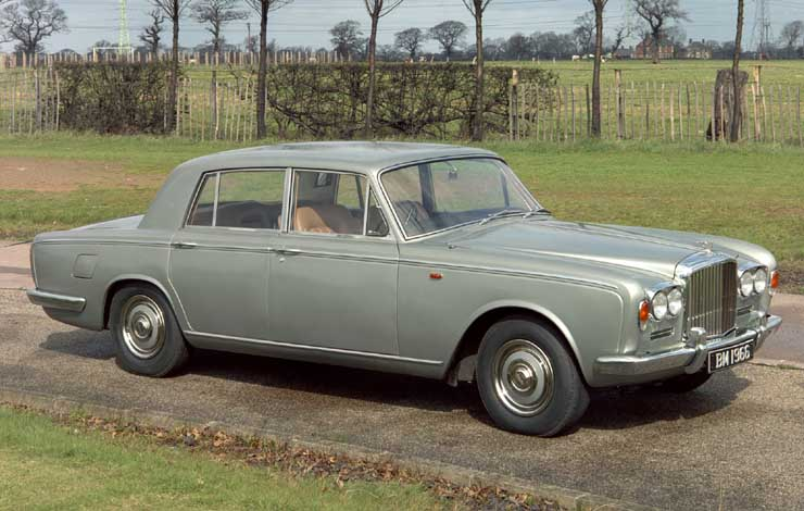 Bentley T-Series за исключением фирменной облицовки радиатора - двойник Rolls-Royce Silver Shadow